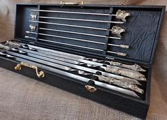 Фото Мастер-Крами Набор шампуров в кейсе из кожзама с мангалом Охотничьи трофеи 6 шт