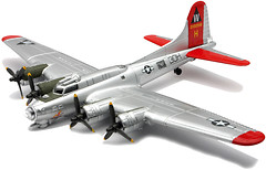 New Ray B-17 Flying Fortress (20107-2)