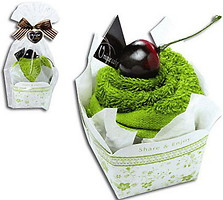 Фото Unique Cake Бисквит зеленый чай, вишня 27x27 зеленое